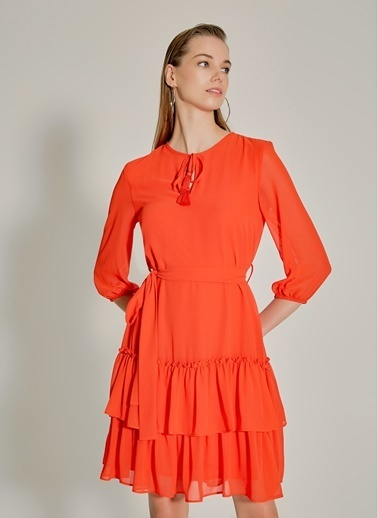 NGSTYLE Eteği Fırfırlı Şifon Elbise Mercan